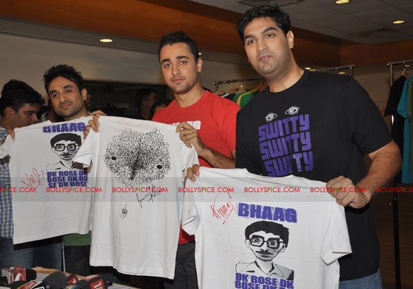 11jun delhibelly tshirts01 Imran launches official Delhi Belly T shirts!