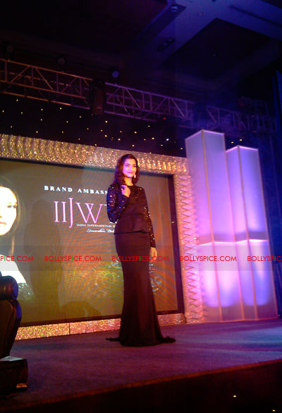 11jun sonamfaceofIIJW06 Sonam Kapoor, the face of IIJW