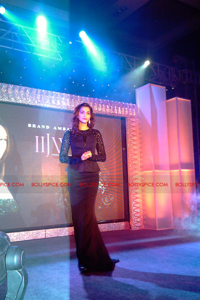 11jun sonamfaceofIIJW07 Sonam Kapoor, the face of IIJW