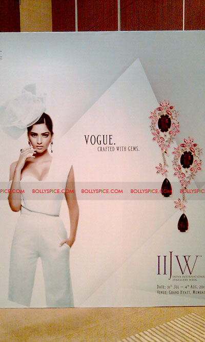 11jun sonamfaceofIIJW23 Sonam Kapoor, the face of IIJW