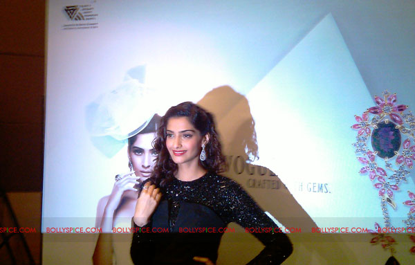 11jun sonamfaceofIIJW25 Sonam Kapoor, the face of IIJW