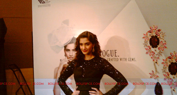 11jun sonamfaceofIIJW26 Sonam Kapoor, the face of IIJW