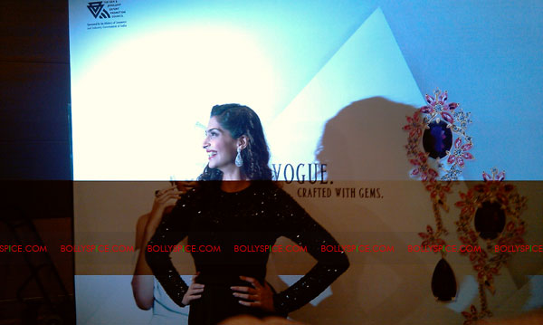 11jun sonamfaceofIIJW27 Sonam Kapoor, the face of IIJW