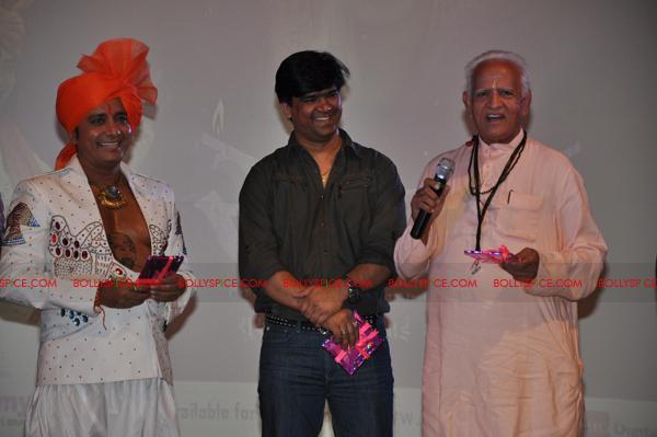 11jun sukhwinder sairam04 Sukhwinder Singh brings out Sai Bhajan