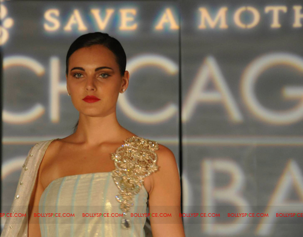 11jul CGR11 Fashion Lights up the Chicago Global Runway