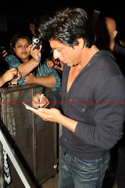 11jul charla SRK Arjun06 The Shah Rukh Khan   Arjun Rampal Holland Experience!