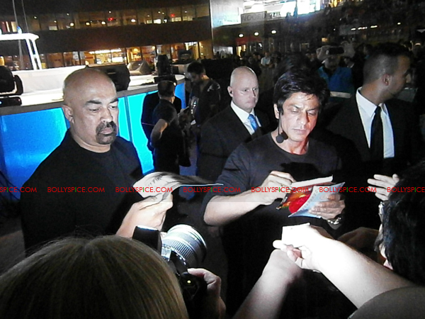 11jul charla SRK Arjun12 The Shah Rukh Khan   Arjun Rampal Holland Experience!