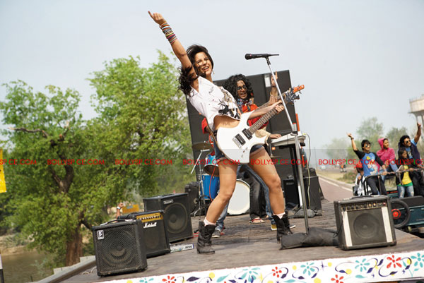 11jul katrinaROCKS02 Behind the scenes of the rockin Dhunki   Mere Brother Ki Dulhan