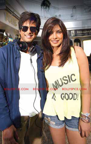 11jul onset terimerikahani01 Exclusive: Teri Meri Kahani in England ... !