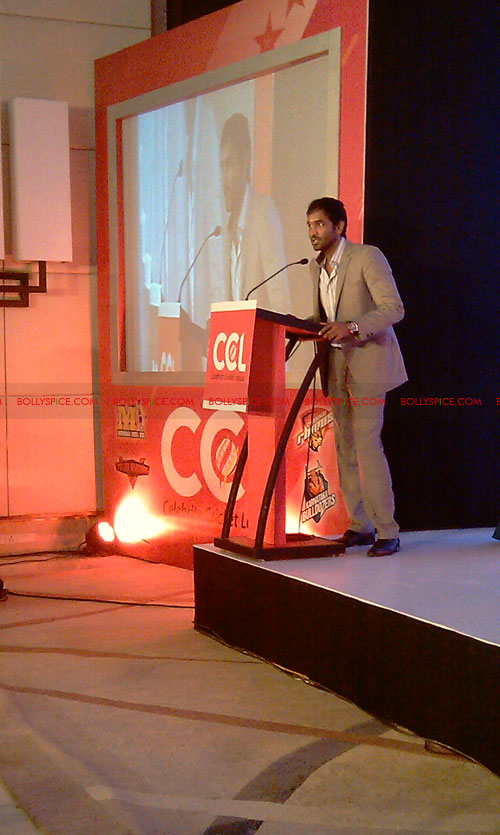 11aug CCL salman03 Salman at Celebrity Cricket League launch