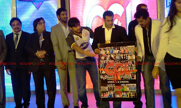 11aug CCL salman06 Salman at Celebrity Cricket League launch