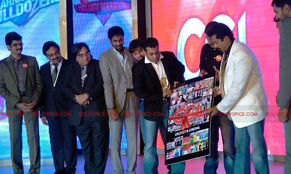 11aug CCL salman07 Salman at Celebrity Cricket League launch