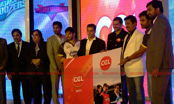11aug CCL salman09 Salman at Celebrity Cricket League launch