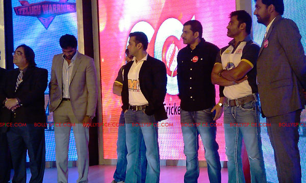 11aug CCL salman11 Salman at Celebrity Cricket League launch