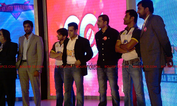11aug CCL salman13 Salman at Celebrity Cricket League launch