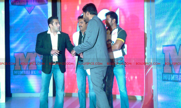 11aug CCL salman15 Salman at Celebrity Cricket League launch