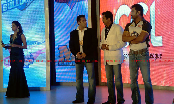 11aug CCL salman16 Salman at Celebrity Cricket League launch