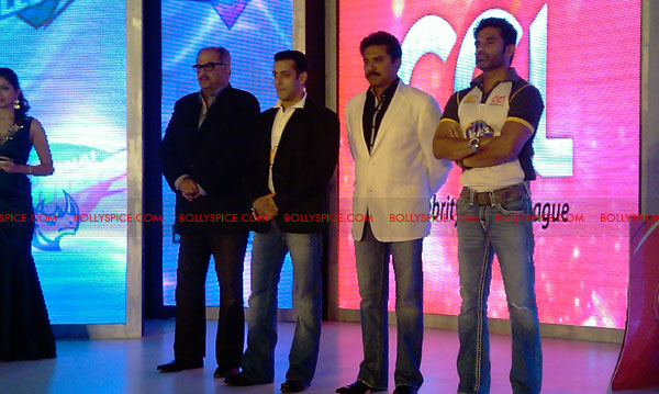 11aug CCL salman18 Salman at Celebrity Cricket League launch