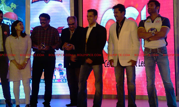 11aug CCL salman21 Salman at Celebrity Cricket League launch