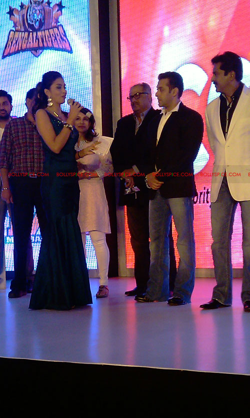 11aug CCL salman26 Salman at Celebrity Cricket League launch