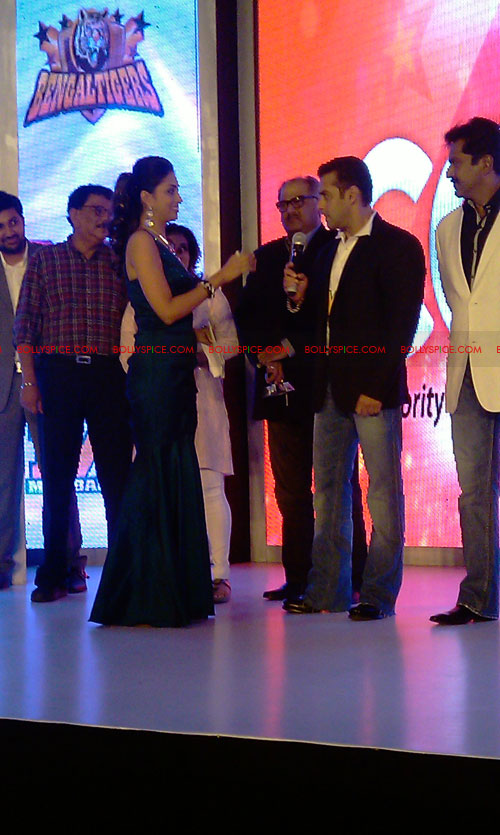 11aug CCL salman27 Salman at Celebrity Cricket League launch
