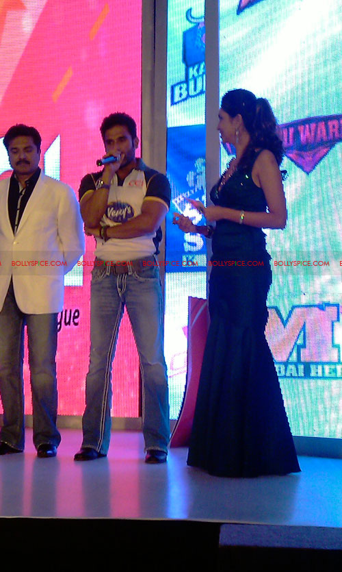 11aug CCL salman29 Salman at Celebrity Cricket League launch