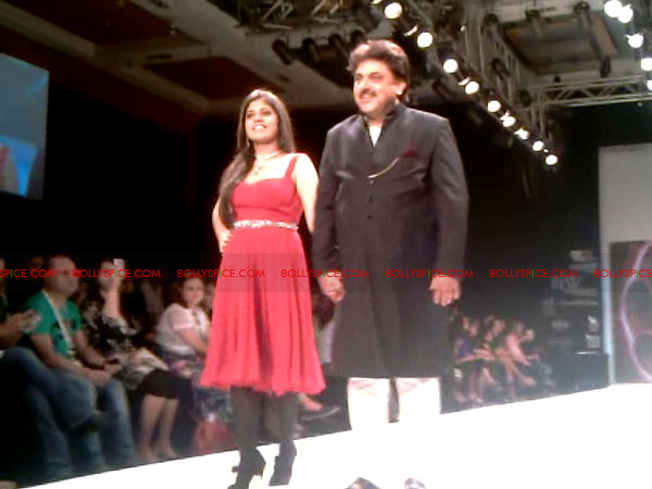 11aug Day1 IIJW10 Bolly and Telly Stars Walk the ramp at IIJW