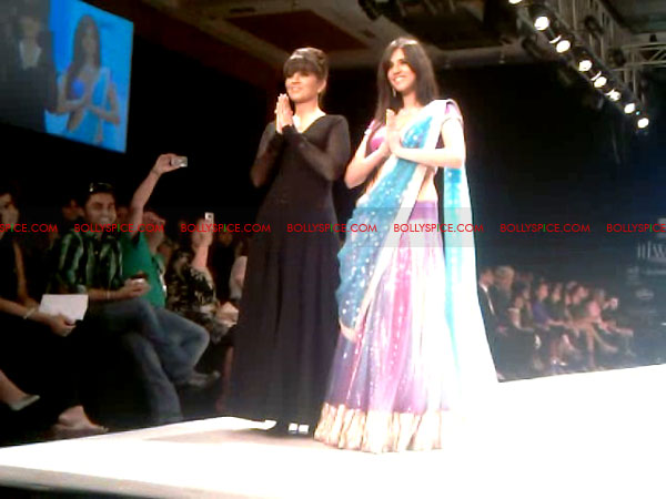 11aug Day1 IIJW13 Bolly and Telly Stars Walk the ramp at IIJW