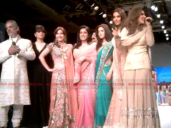 11aug Day1 IIJW19 Bolly and Telly Stars Walk the ramp at IIJW