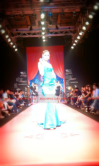 11aug IIJWchetty25 Bolly and Telly Stars Walk the ramp at IIJW