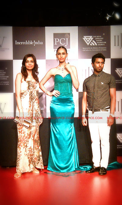 11aug IIJWchetty27 Bolly and Telly Stars Walk the ramp at IIJW