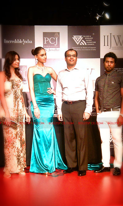 11aug IIJWchetty28 Bolly and Telly Stars Walk the ramp at IIJW