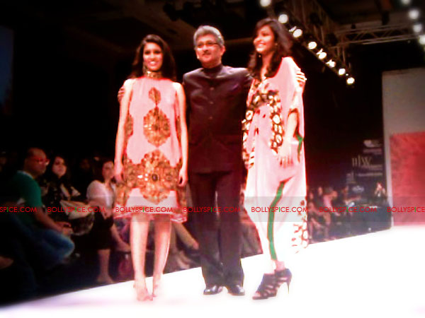 11aug IIJWgeetanjali15 Bolly and Telly Stars Walk the ramp at IIJW