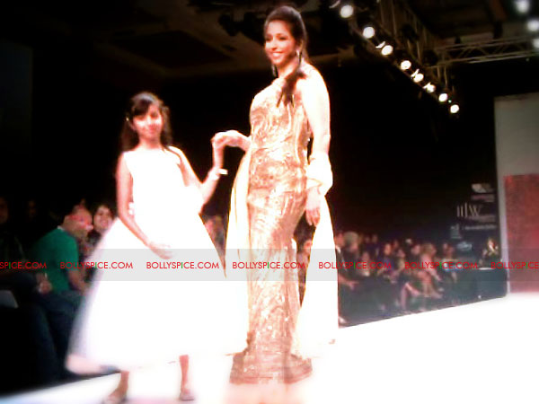 11aug IIJWgeetanjali22 Bolly and Telly Stars Walk the ramp at IIJW