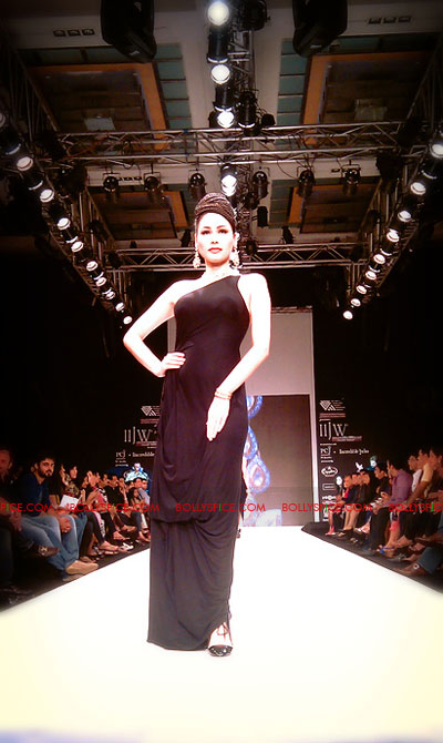 11aug IIJWgehna08 Bolly and Telly Stars Walk the ramp at IIJW