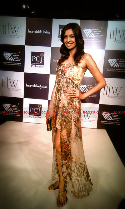 11aug IIJWkapur01 Bolly and Telly Stars Walk the ramp at IIJW