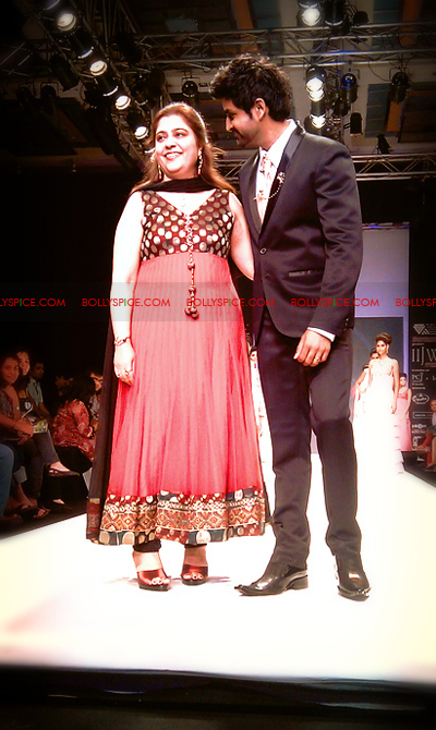 11aug IIJWkapur02 Bolly and Telly Stars Walk the ramp at IIJW