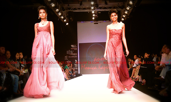 11aug IIJWkapur17 Bolly and Telly Stars Walk the ramp at IIJW