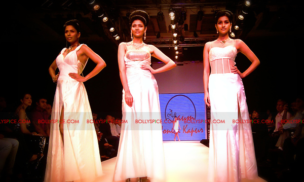 11aug IIJWkapur36 Bolly and Telly Stars Walk the ramp at IIJW