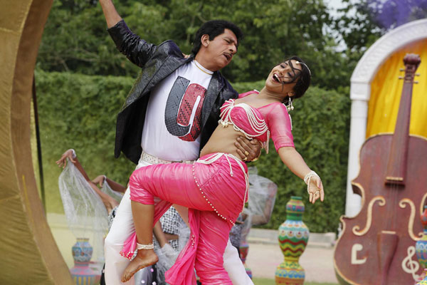 11aug TDP stills02 The Dirty Picture Theatrical Trailer and More!