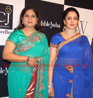 11aug hemamalini showstopperIIFW01 Hema Malini was the show stopper for Nisha Sagar & Scintillating Jewellery