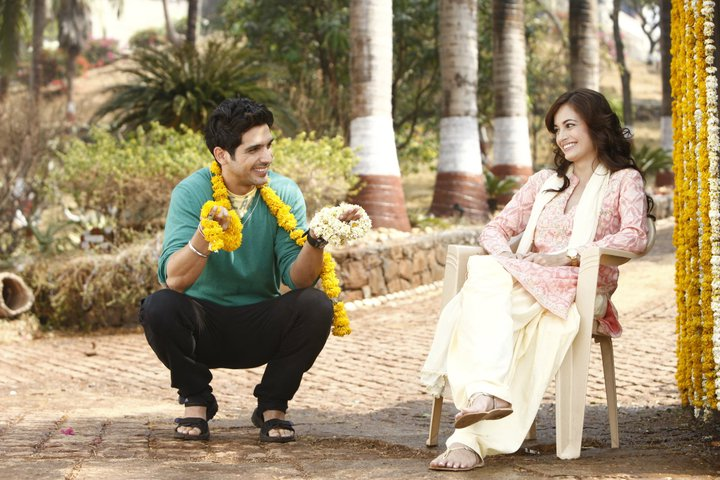 11sep LBZ stills03 Love BreakUps Zindagi In Pictures