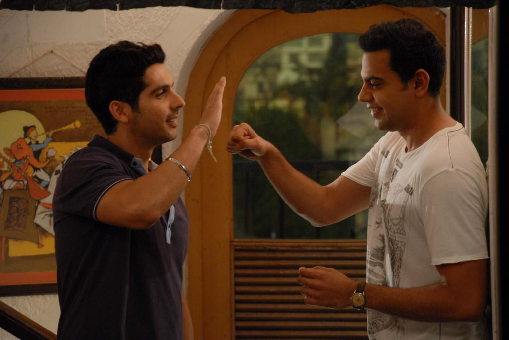 11sep LBZ stills07 Love BreakUps Zindagi In Pictures