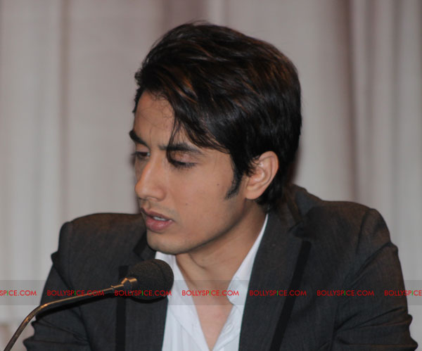 11sep UK mbkd conf02 Exclusive: BollySpice coverage of Mere Brother Ki Dulhan UK Press Conference