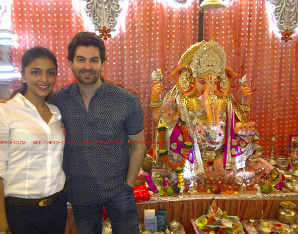 11sep aarti neil Aarti Chabria visits Neil Nitin Mukesh's home for Ganeshotsav