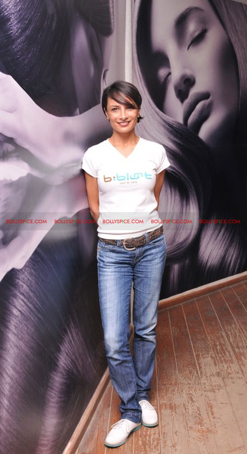 11sep bbluntlaunchdeepika01 Deepika Padukone launches the new b:blunt salon in Bangalore