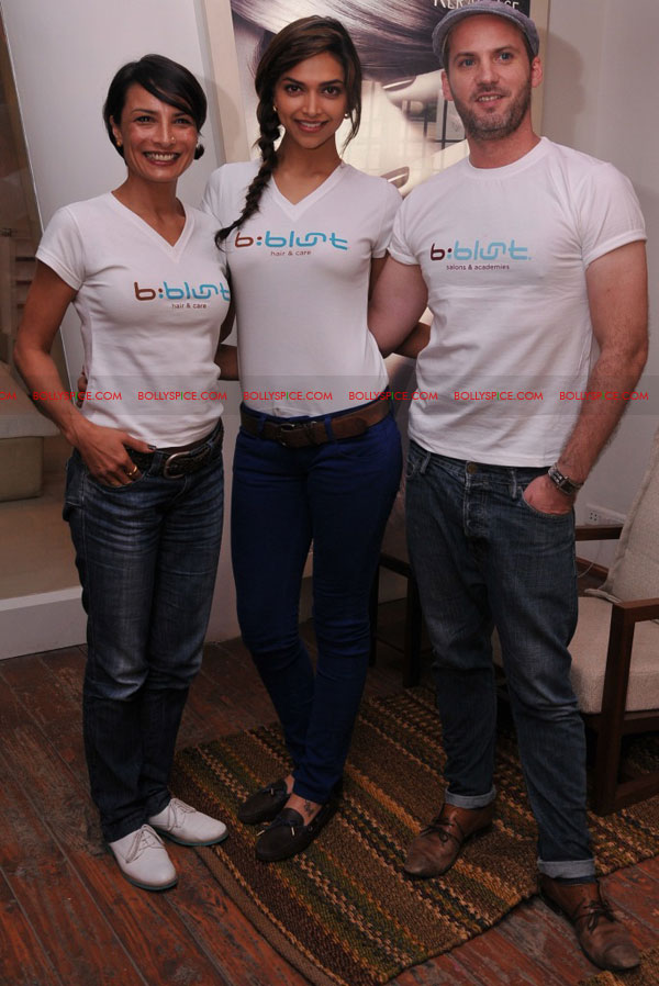 11sep bbluntlaunchdeepika04 Deepika Padukone launches the new b:blunt salon in Bangalore