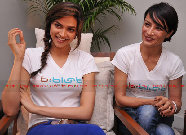 11sep bbluntlaunchdeepika07 Deepika Padukone launches the new b:blunt salon in Bangalore