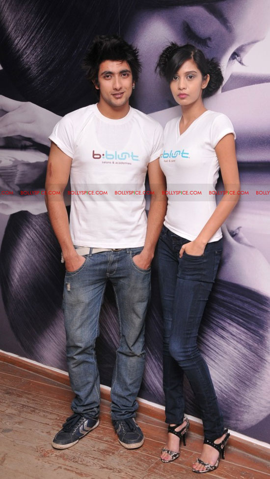 11sep bbluntlaunchdeepika08 Deepika Padukone launches the new b:blunt salon in Bangalore