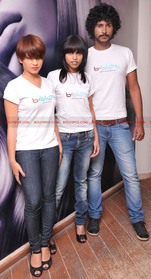 11sep bbluntlaunchdeepika09 Deepika Padukone launches the new b:blunt salon in Bangalore